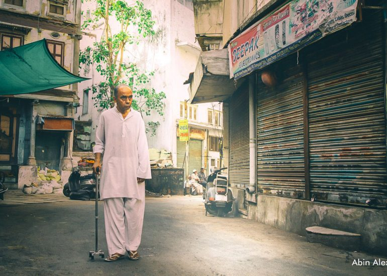 Local-walking-through-Old-City-in-Ahmedabad-abinalex